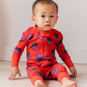 Hanna Andersson Very Strawberry Sleeper Pajamas